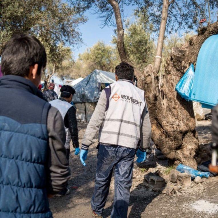 Een 'inwoner-vrijwilliger' in het kamp. Beeld Gijs Wessels