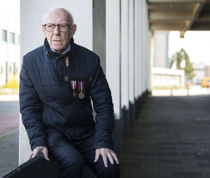 De nu 95-jarige Henry Porter hielp als 17-jarige jongen uit Liverpool mee om Twente te bevrijden. Hij werd verliefd op een Deldens meisje en kwam terug om met haar te trouwen.