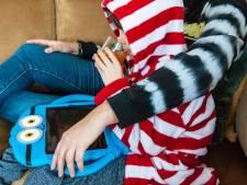 Bezorgde moeder houdt 6-jarig zoontje thuis van school uit angst voor corona: 'Het virus benauwt me'