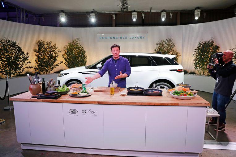 Jamie Oliver tijdens een van zijn tv-programma's. Beeld Getty Images