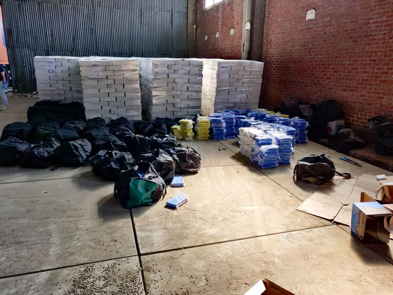 Meer dan vier ton cocaïne, in beslag genomen in Antwerpen. De meeste verdachten komen uit Amsterdam.  Beeld Politie
