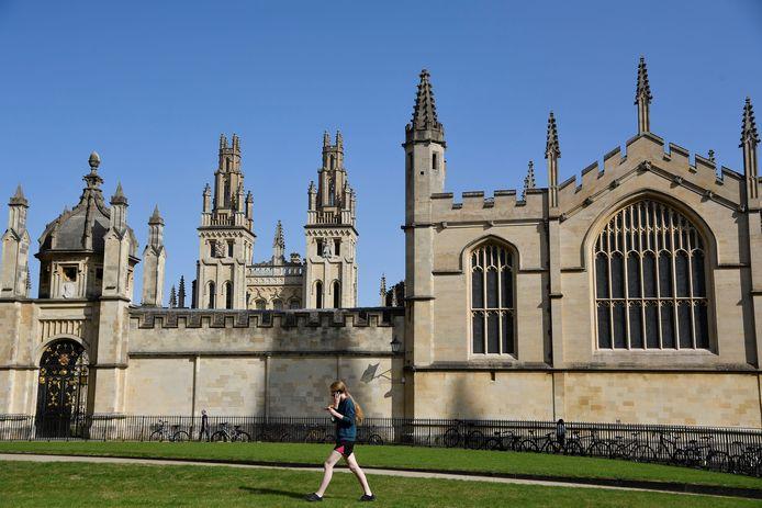 De oudste universiteit van Schotland, de University of St Andrews, staat op de eerste plaats in de 'Good University Guide' ranglijst. De University of Oxford (op de foto) staat op de tweede plaats (REUTERS/Toby Melville)