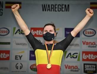 Lotte Kopecky volgt zichzelf op als Belgisch kampioene na een straf nummertje