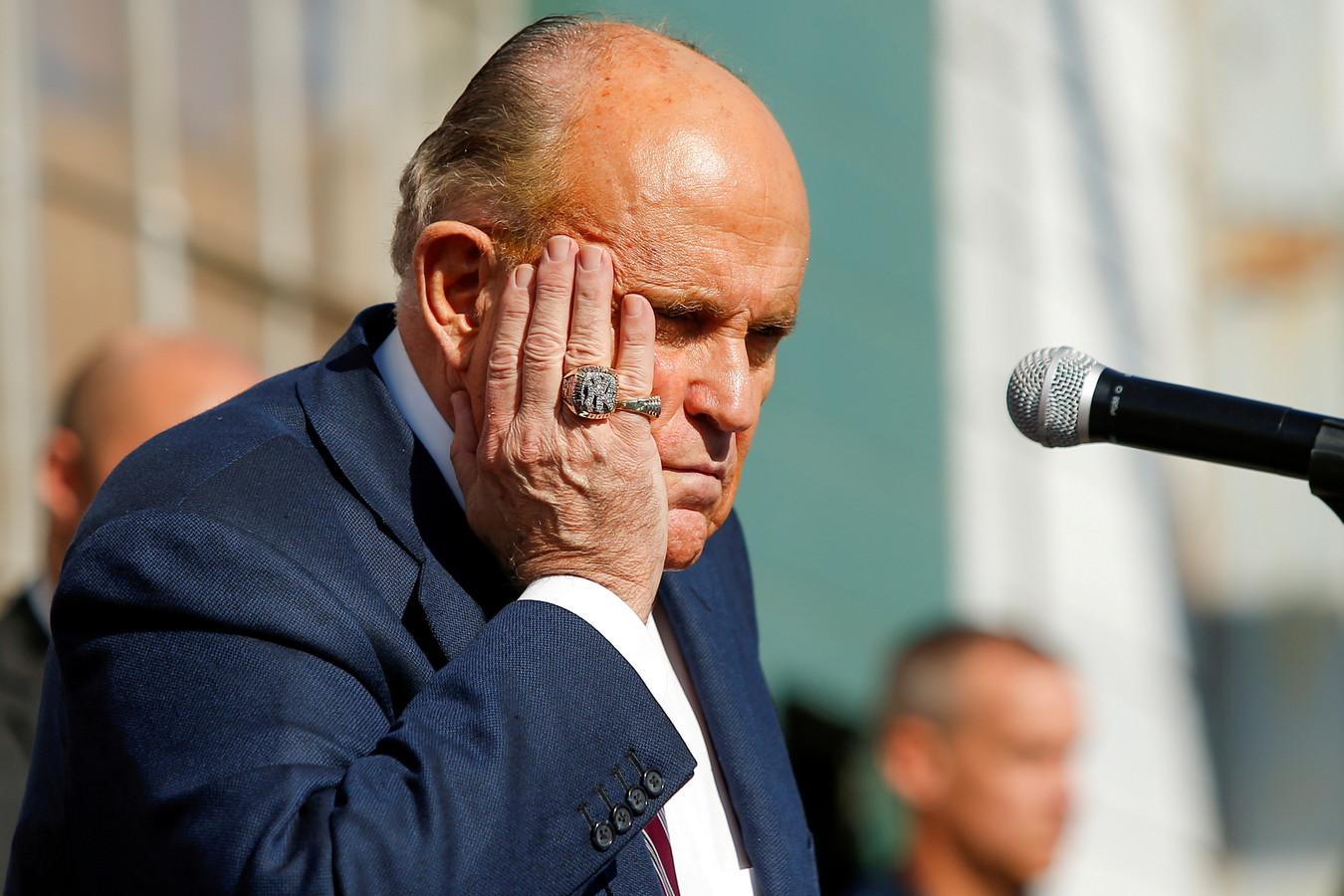 Rudy Giuliani, Trumps persoonlijke advocaat en tevens burgemeester van New York, tijdens ene toespraak in Philadelphia na het nieuws dat Amerikaanse media Joe Biden hadden uitgeroepen tot winnaar van de presidentsverkiezingen, op 7 november.