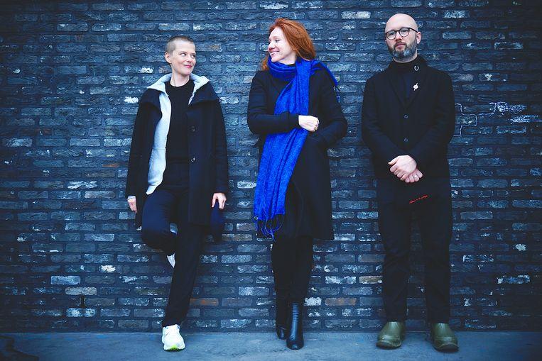 Actrice-regisseur Maaike Neuville, kunstenaar Fleur Pierets en scenarist Angelo Tijssens.  Beeld RV Alex Goyens
