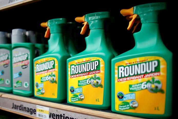 Het omstreden middel Roundup dat door veel boeren gebruikt wordt en de giftige stof glyfosaat bevat.