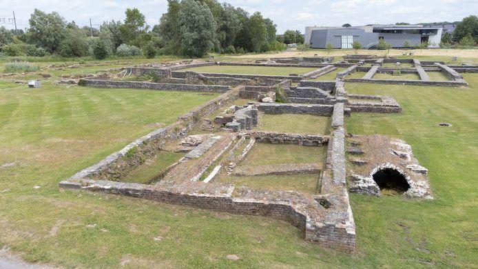 De restauratie moet voorkomen dat de muren op de archeologische site verpulveren.