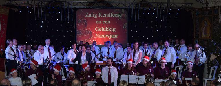De Breydelzonen vierden hun dirigente Tania Absillis tijdens het kerstconcert