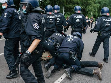 LIVE   Tsjechen mogen weer dansen in de disco, zeshonderd demonstranten opgepakt bij verboden coronademonstraties in Berlijn