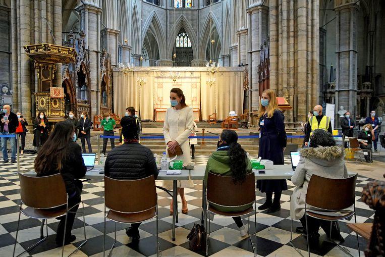 Ook in de Westminster Abbey in Londen wordt gevaccineerd.  Beeld Reuters