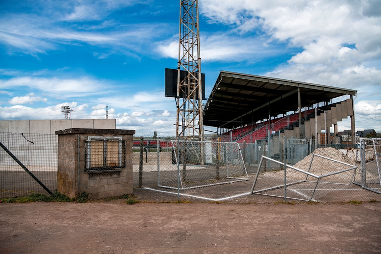 Het aftandse stadion van promovendus RFC Seraing. Beeld Photo News