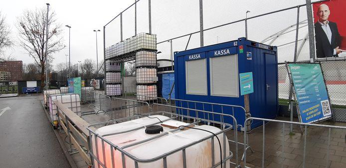Een treurige bedoening in Kralingen. Schaatsbaan Rotterdam is dicht, en blijft dat voorlopig ook nog wel even.