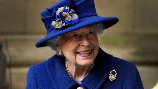Britse koningin na nachtje in ziekenhuis weer 'goedgehumeurd' aan het werk