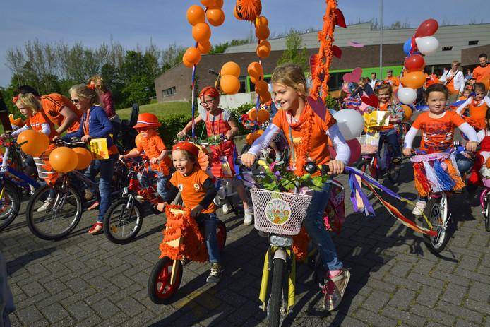 Koningsdag begint in Zundert met versierde fietsen. Die gaan dit keer niet naar de Markt, maar naar het Nassauplein