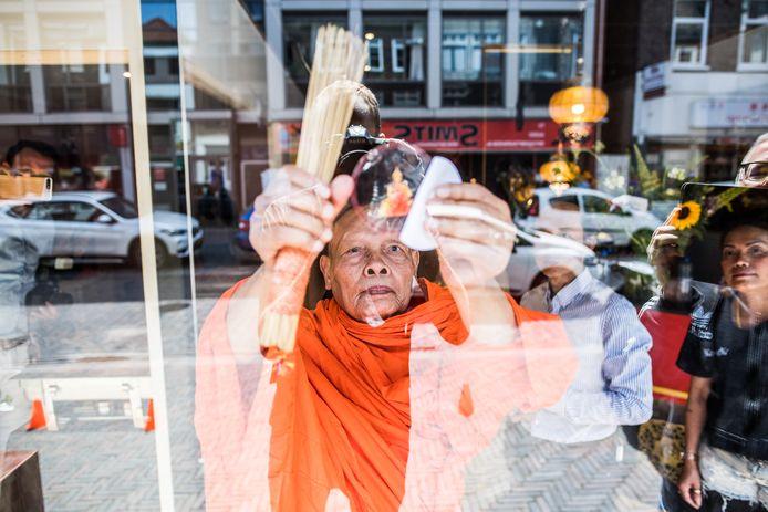 Inzegening van Golden Hands Thai Massage & Spa Beauty door een monnik in augustus vorig jaar.