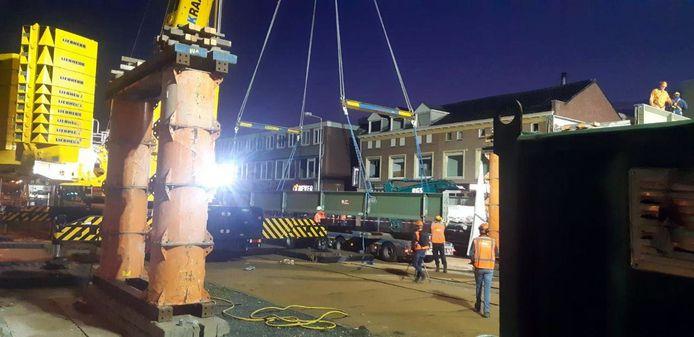 De loopbrug werd dinsdagavond weggevoerd.