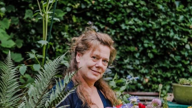 Evelien (51) kreeg in mei bijna een winterdepressie, maar straalt nu weer tussen haar boeketten