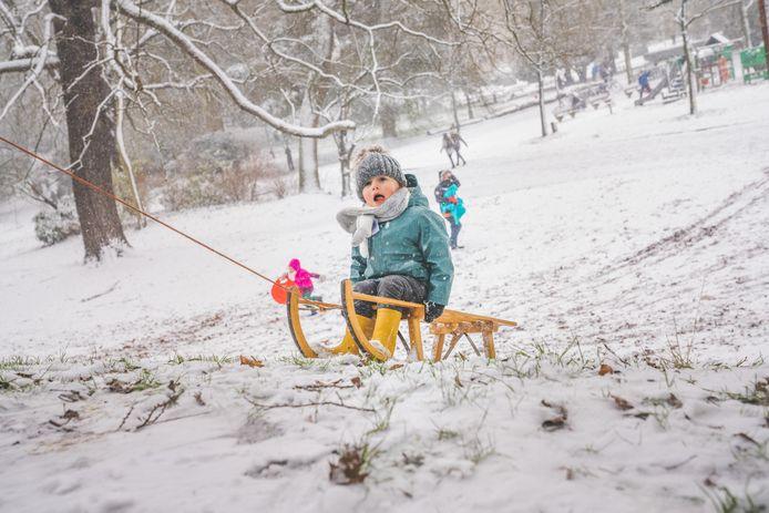Een halve centimeter sneeuw volstaat om de slee boven te halen.