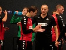 De uit Syrië gevluchte coach PSV vindt zijn plezier in handbal: 'Of ik weleens heimwee heb? Wat denk je?'