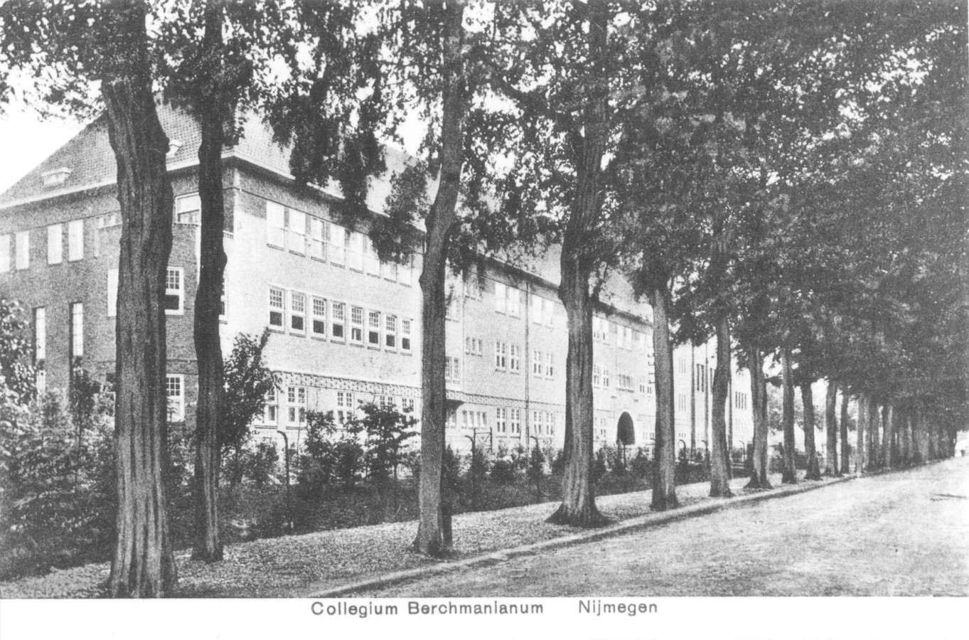 Het Berchmanianum, voormalig college en kloosterverblijf van de Sociëteit van Jezus in de wijk Brakkenstein van Nijmegen,