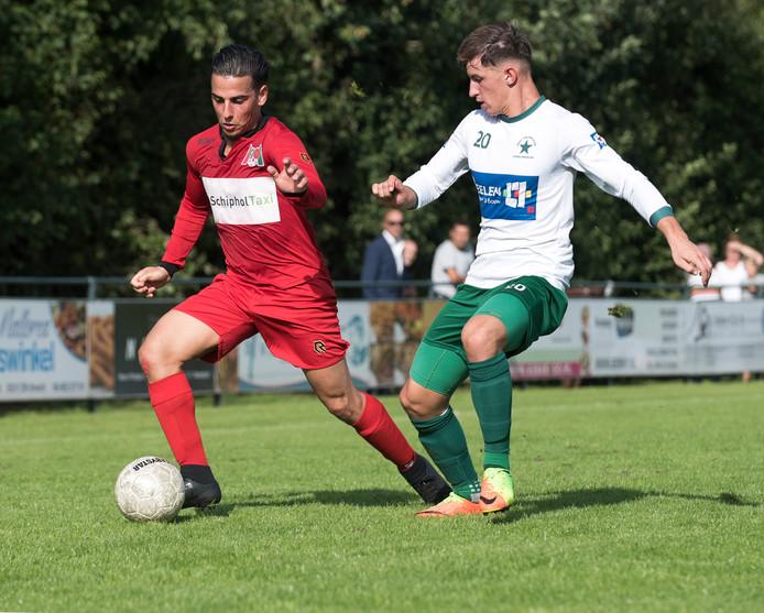Kamal Hamdaoui (links), hier in actie voor Papendorp, keert terug bij FC Jeugd.