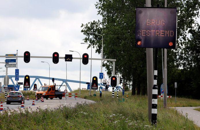 Eerdere stremming brug Sluiskil door storing, juni 2019.