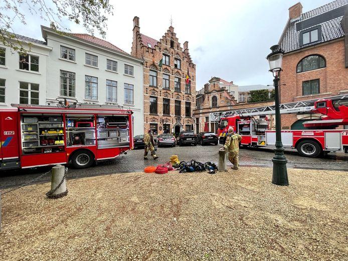 De brandweer snelde massaal ter plaatse.
