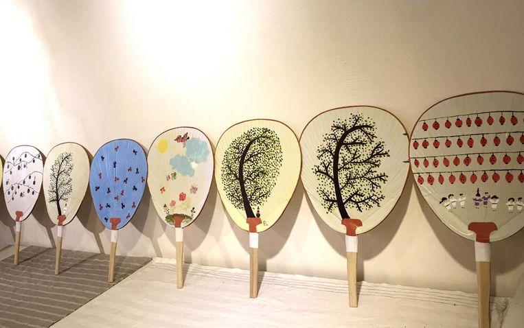 Het beschilderen van waaiers is in Japan tot kunstvorm verheven. Beeld Viga