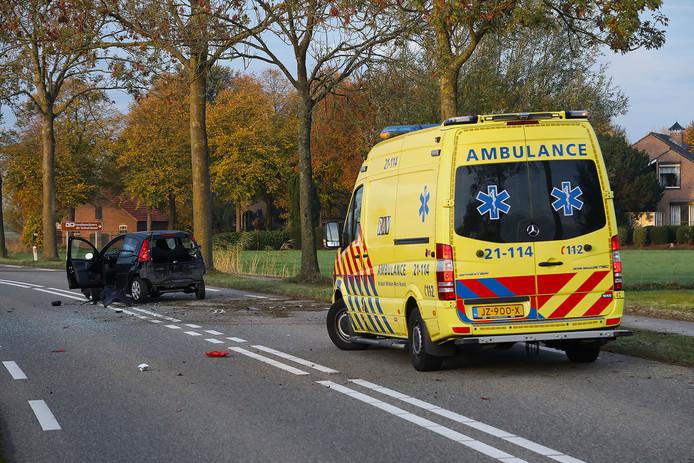 In de ambulance werd de vrouw aan haar verwondingen behandeld.