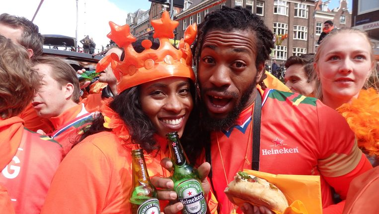 Twee winnaars van de Orange Experience: Maya Brown en Ace Ikharo uit San Francisco. 'Awesome! Really awesome.' Beeld Schuim