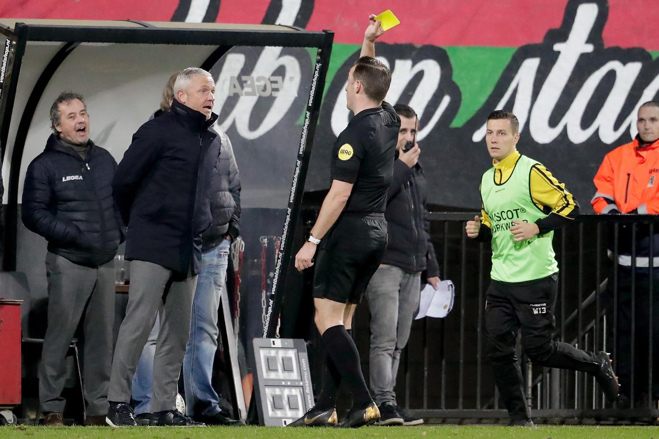 NEC-trainer Jack de Gier kreeg zijn vijfde gele kaart van het seizoen voor commentaar op de leiding.