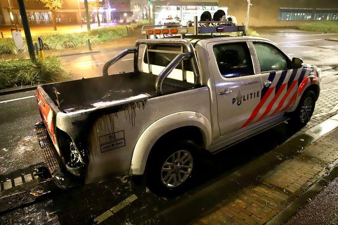 Het politievoertuig stond geparkeerd op de Nieuwe Parklaan in Scheveningen.