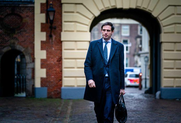 2Minister Wopke Hoekstra van Financiën (CDA) bij aankomst op het Binnenhof.