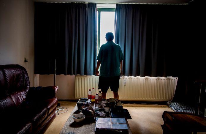 Rick (gefingeerde naam) in zijn nieuwe huis, waar hij de kans krijgt een nieuwe start te maken.