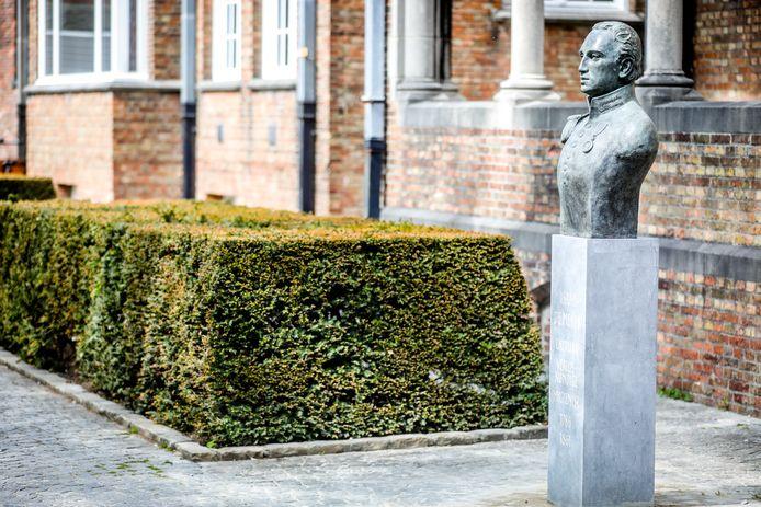 Het borstbeeld van Isaac De Meyer is nieuw in de Sint-Janssite.