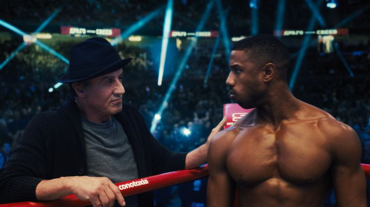 Sylvester Stallone als Rocky Balboa en Michael B. Jordan als Adonis Creed in Creed II. Beeld Mayer Pictures / Warner Bros. Pictures