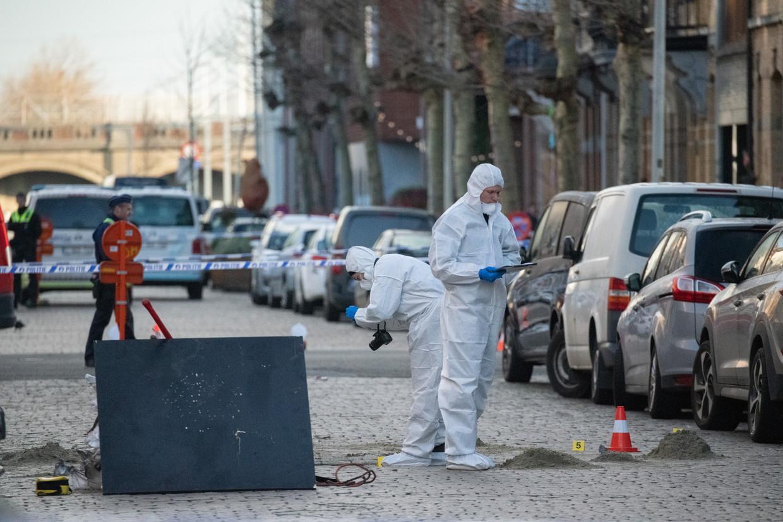 De politie onderzoekt de plek van een bomexplosie vlak bij Park Spoor Noord in Antwerpen. De aanslag wordt mogelijk gelinkt aan Nordin El H.