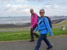 Jacqueline en Henk wandelen door Zeeland: 'Elke kilometer is goed voor een euro voor de strijd tegen kanker'
