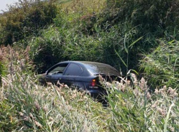 De auto belandde naast de snelweg in de sloot, op de A10 in Zandvoorde richting Brugge.