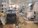 De schade in de winkel van Babycenter Halle is groot na de recentste wolkbreuk