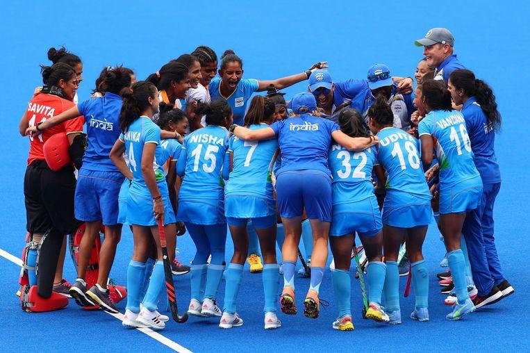 Het Indiase vrouwenhockeyteam won maandag in de kwartfinale tegen Australië. Beeld Reuters