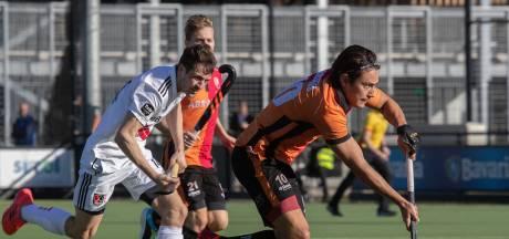 Bizarre slotfase mannen Oranje-Rood met bal dóór het net en late tegengoal tegen Amsterdam