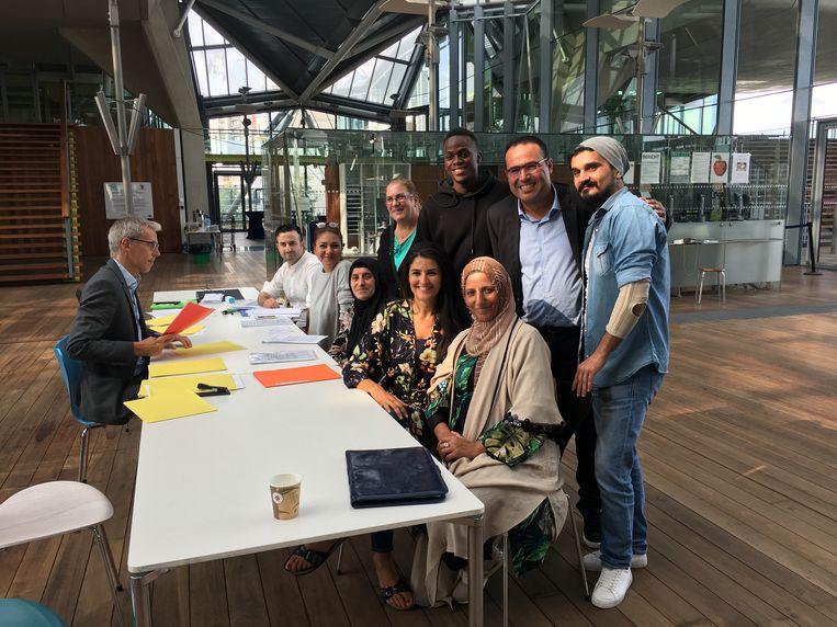Antwerps lijsttrekster Karima Arektoute zaterdag bij het indienen van de lijst. Beeld Nina Bernaerts