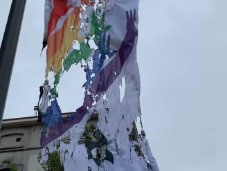 Regenboogvlag in Sint-Agatha-Berchem in brand gestoken