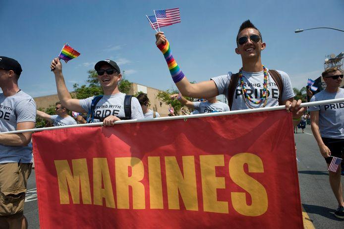Transgenders uit het leger tijdens een optocht in San Diego