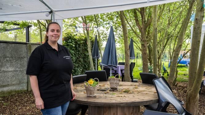 """Amper half jaar na opening zet Chana haar cafeetje Om en Verdrom alweer te koop: """"Niet te combineren met drukke job in de zorg"""""""