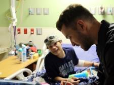 Justin Timberlake brengt bezoek aan kinderziekenhuis