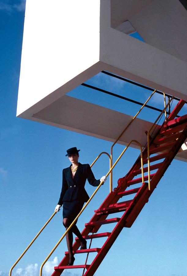 1983 voor Marie Claire. De kleding is van Yves Saint Laurent.