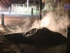 Stapel autobanden in brand op beruchte kruising in Veen