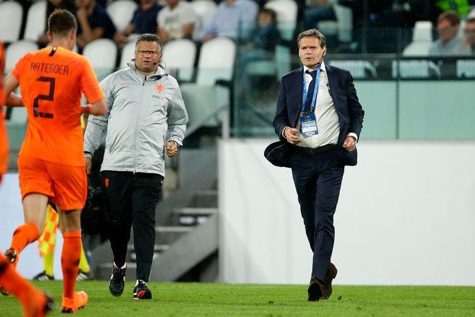 Edwin Goedhart als bondsarts van de KNVB in actie bij Oranje.